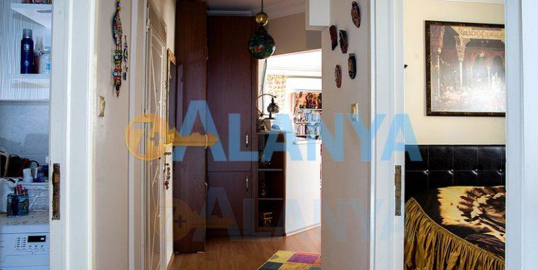 Недвижимость в Аланье. Апартаменты 2+1, прихожая и коридор.