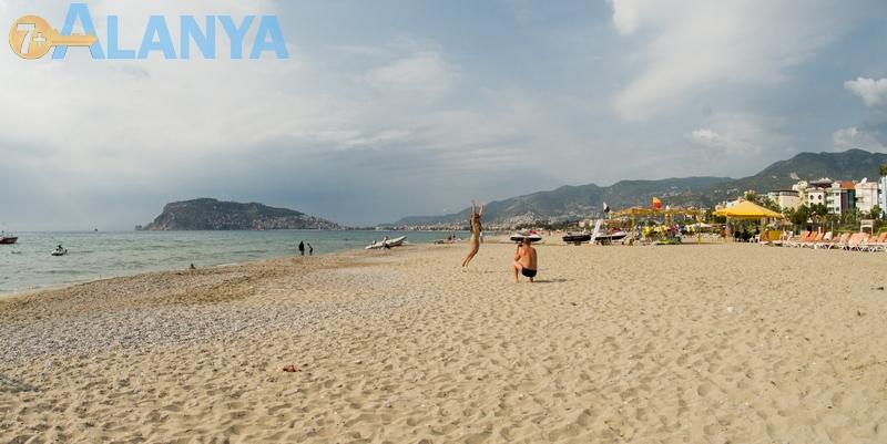 Аланья, Турция фото города. Пляж в районе Оба, Аланья.