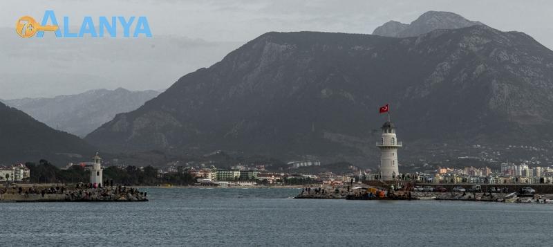 Аланья, Турция фото города. Порт Аланьи. Маяк