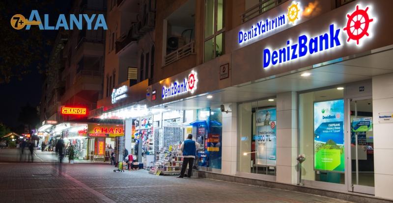 Аланья, Турция фото города. Ночная улица. Deniz банк.
