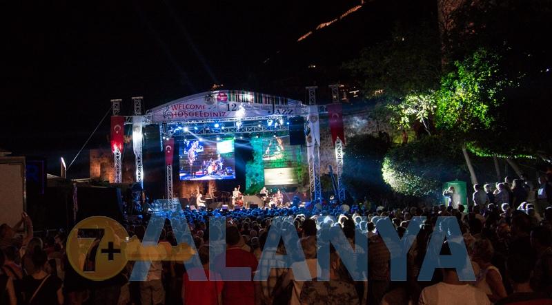 Аланья Турция фото. Центральная площадь. Джазовый фестиваль.