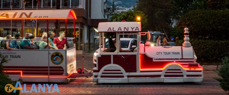 Аланья, Турция фото города. Туристический паровоз.