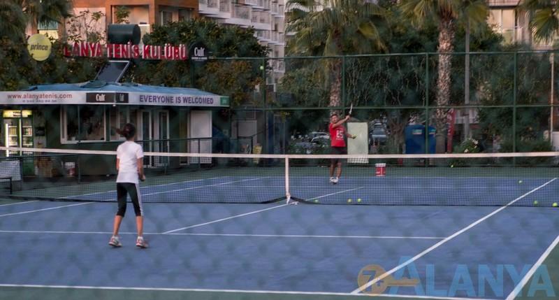 Аланья, Турция фото города. Теннисный корт.
