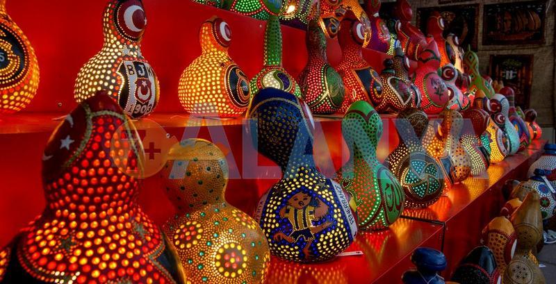 Аланья, Турция, фото. Фестиваль туризма и искусств. Светильники из тыквы.