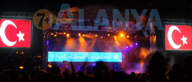 Аланья, Турция, фото. Фестиваль туризма и искусств. Вечерние дискотеки.