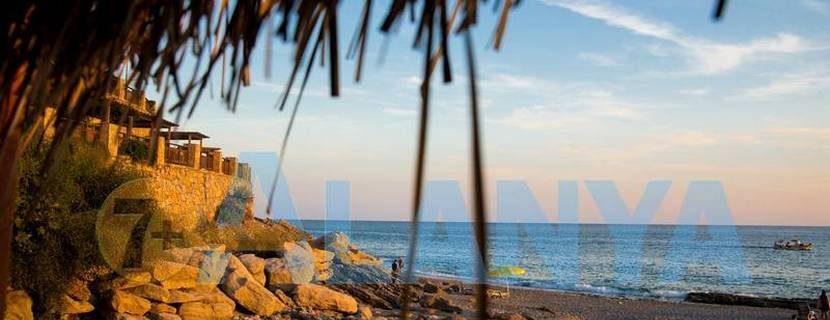 Аланья, Турция. Фото. Бархатный сезон. Пляж Улаш.