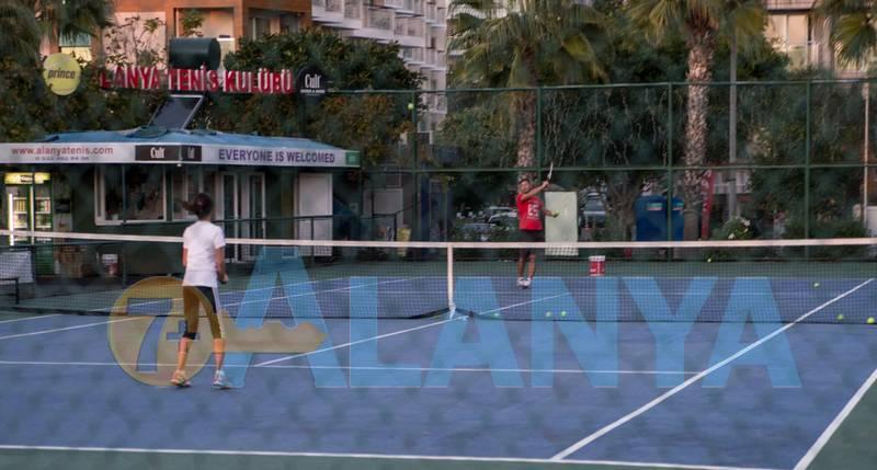 Аланья, Турция. Фото. Бархатный сезон. Теннисный корт.