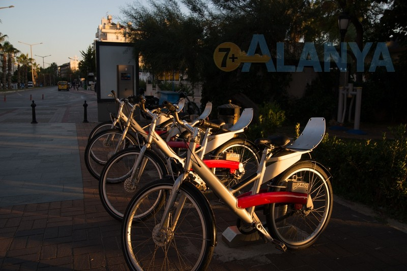 Аланья фото. Велосипеды в Аланье. Велопарковка и терминал системы Call a bike.
