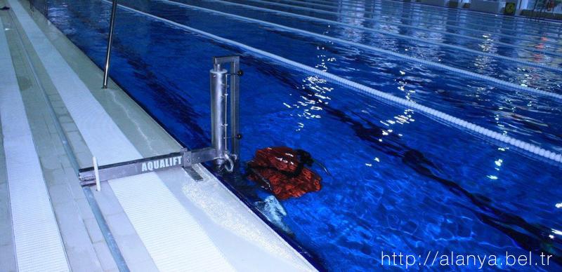 Аланья, Турция. Фото. Олимпийский бассейн. Приспособления для людей с ограниченными возможностями.