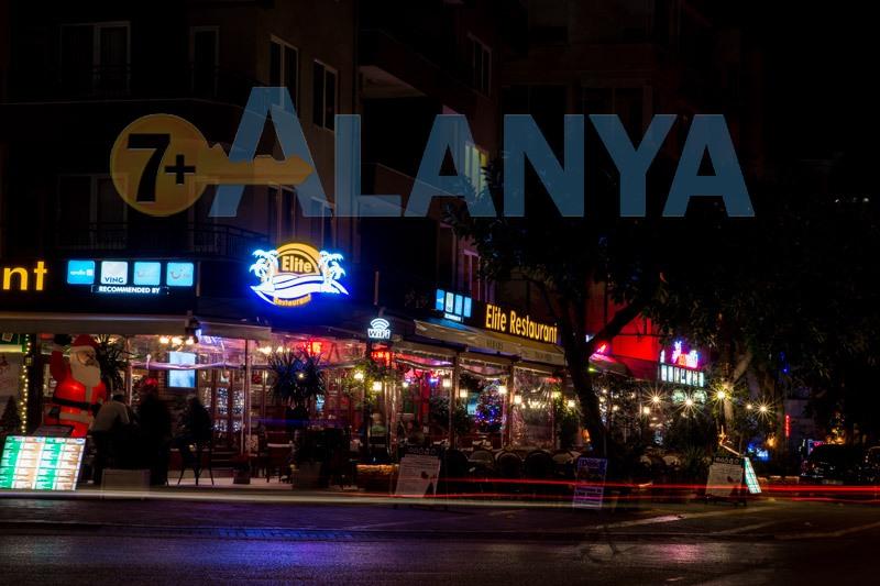 Аланья, Турция. Фото. Кафе в Аланье. Встреча Нового года.