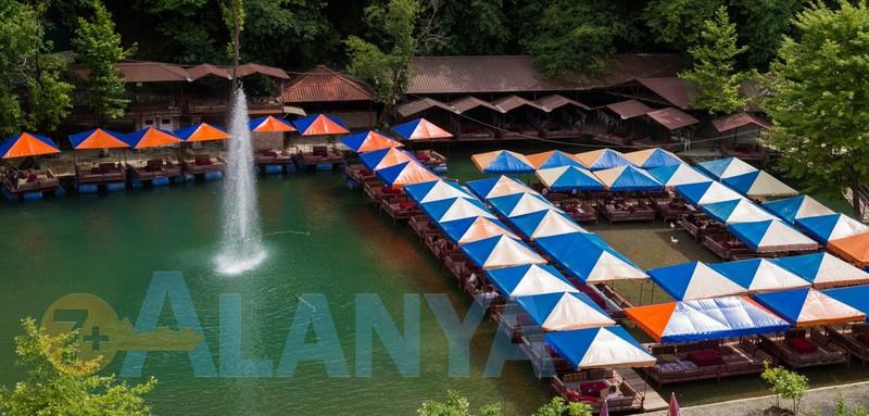 Турция, Аланья. Фото. Река Дим чай Dim Çayı. Кафе на реке.