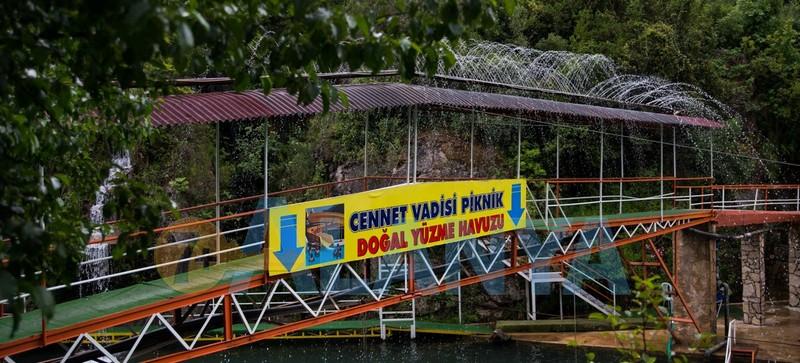 Турция, Аланья. Фото. Река Дим чай Dim Çayı. Вход в кафе.
