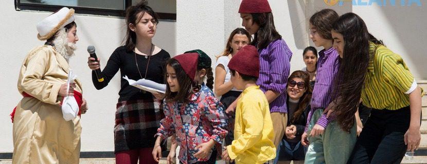 Аланья, Турция фото города. День детей, театральная постановка.