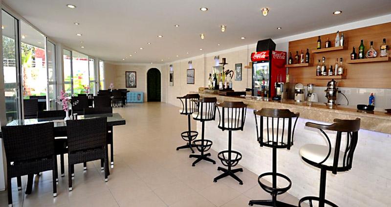 Недвижимость в Аланье, Кестель. Кафе-бистро для жильцов.