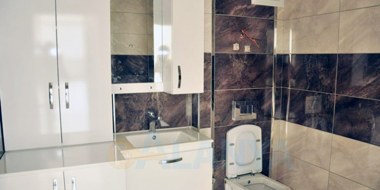 Квартира 1+1 в Аланье, Кестель. Ванная и туалет.