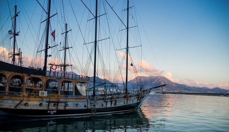 Турция, Аланья. Фото. Порт. Прогулочные корабли (экскурсии в Аланье).