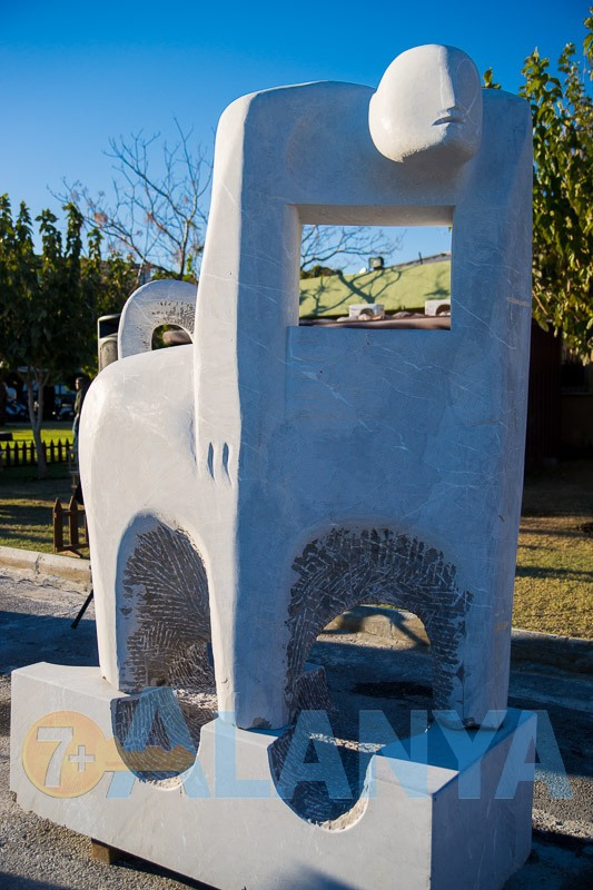Аланья, Турция. Фото. 12 международный симпозиум каменной скульптуры. Скульптурная композиция. Автор Юрий Ткаченко.