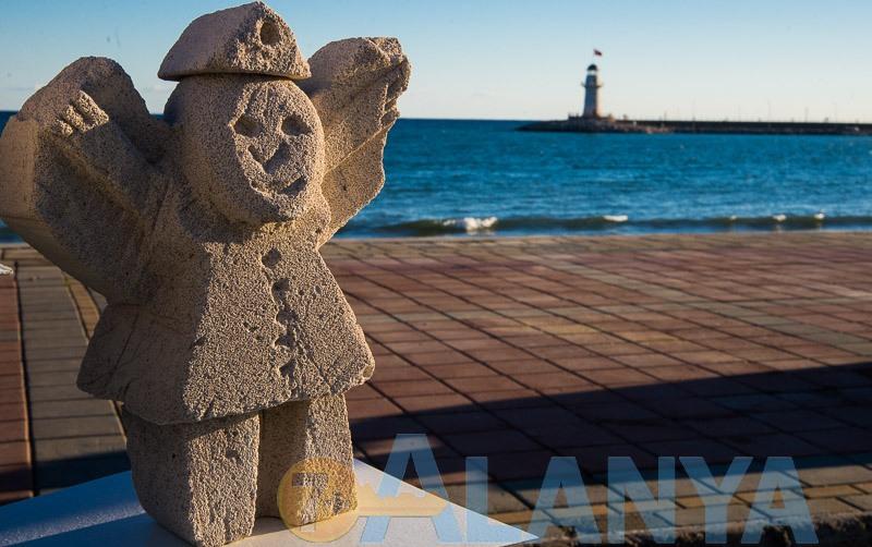 Аланья, Турция. Фото. 12 международный симпозиум каменной скульптуры. Работы детей из творческих студий.