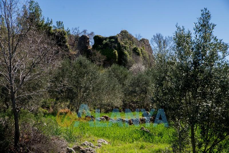 Древний город Сиедра в Аланье - городская стена