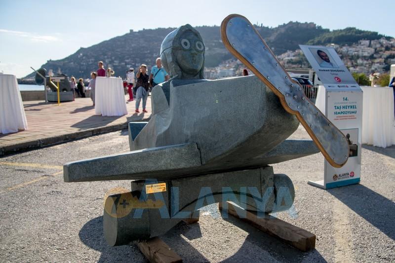 14 Международный Симпозиум по каменной скульптуре -Девочка на самолёте