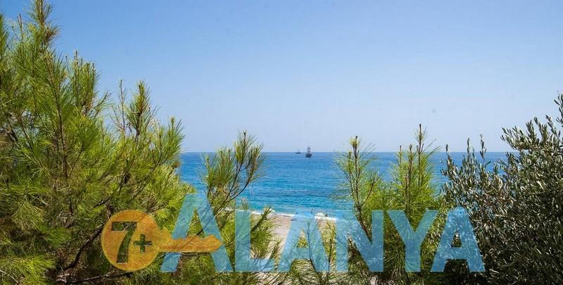 Пляж Улаш. Аланья, Турция. Фото. Вид на средиземное море.