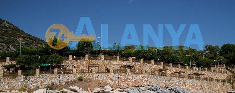 Пляж Улаш. Аланья, Турция. Фото. Террассы на пляже.