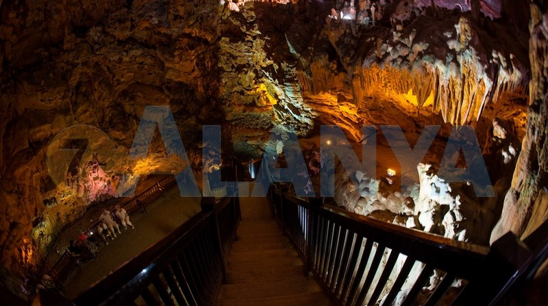 Аланья, Турция. Фото. Экскурсии самостоятельно. Пещера дамлаташ, лестница. HDR.