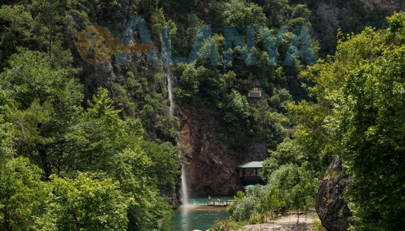 Турция, Аланья. Фото. Река Дим чай Dim Çayı. Зона отдыха у водопада.