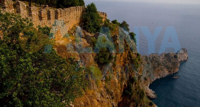 Аланья, Турция фото. Крепость. Внутри крепости. Вид со скалы.