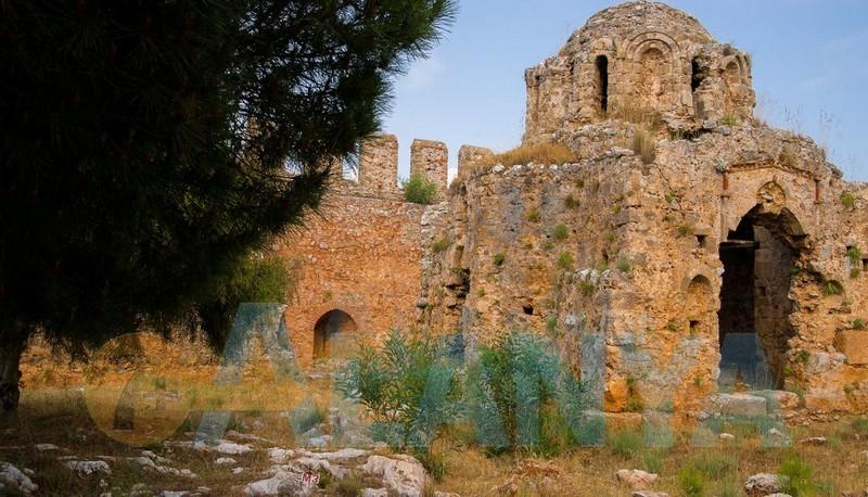 Аланья, Турция фото. Крепость. Внутри крепости. Руины церкви.