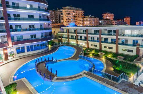 Территория жилого комплекса с удобствами отеля в Махмутларе
