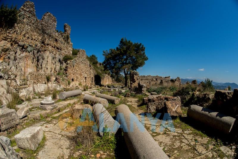Древний город Сиедра в Аланье - колонная улица
