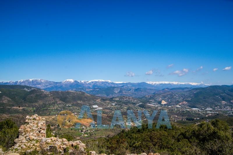 Древний город Сиедра в Аланье - панорама гор